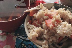 玄米の簡素な食事
