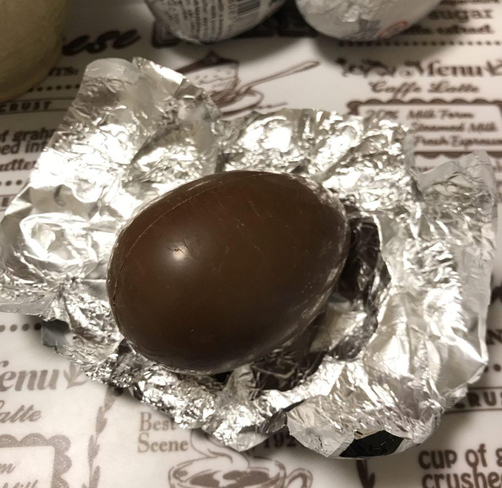 チョコエッグあける